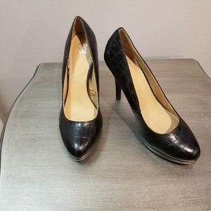 Black NY&CO Pumps